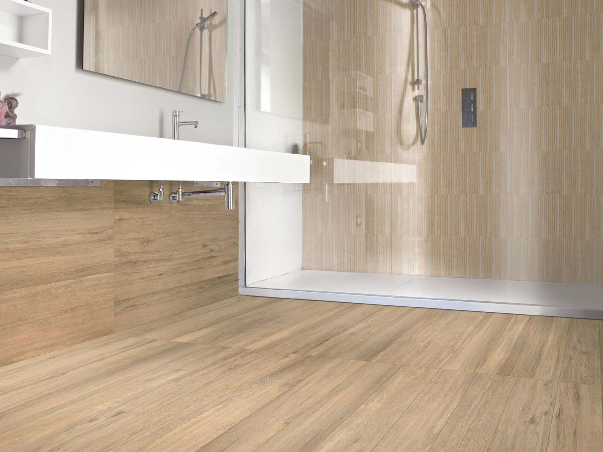A faithful reproduction, in porcelain stoneware, of oak boards hand-planed by skilled craftsmen.