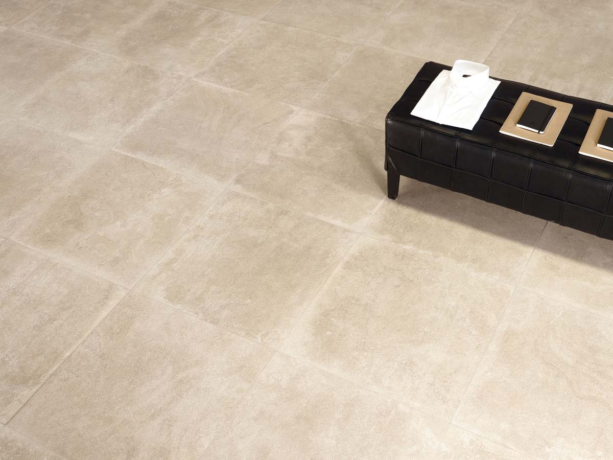 A faithful reproduction of large slabs of Pietra di Borgogna with original, unique traces left by the passage of time. A contemporary proposal suited to any indoor or outdoor space.