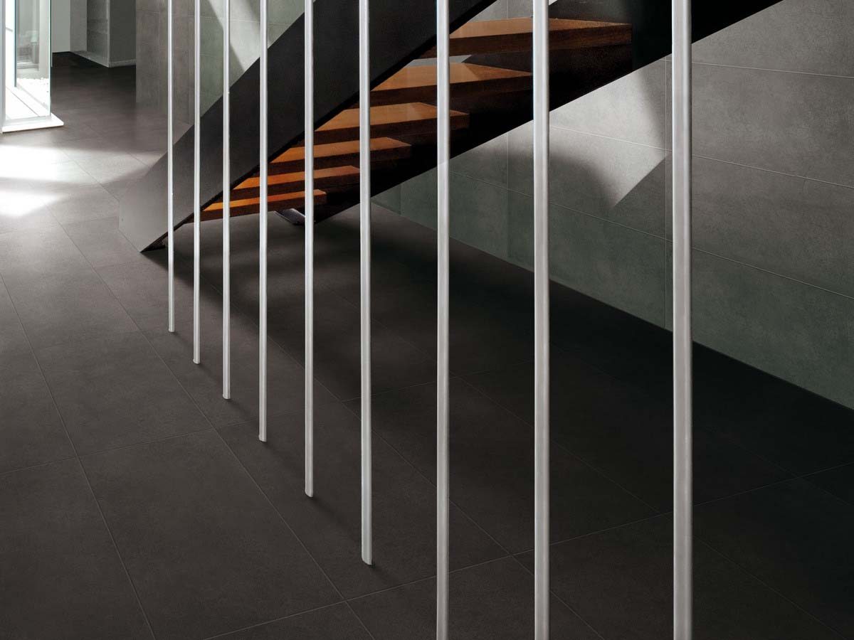 A high percentage of recycled material, inspired by metropolitan concrete. Superb in aesthetic and functional qualities.